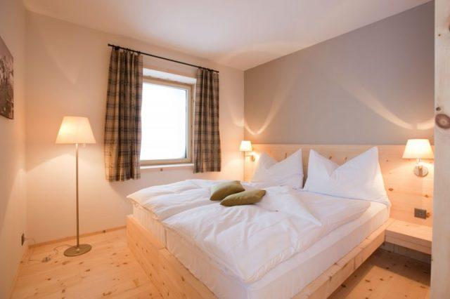 bedroom-standing